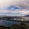 Arco iris lleno sobre el lago Titicaca
