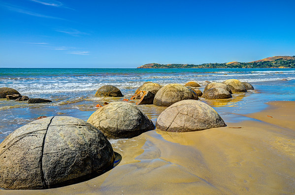 Moeraki Boulders (manufactured by aliens)