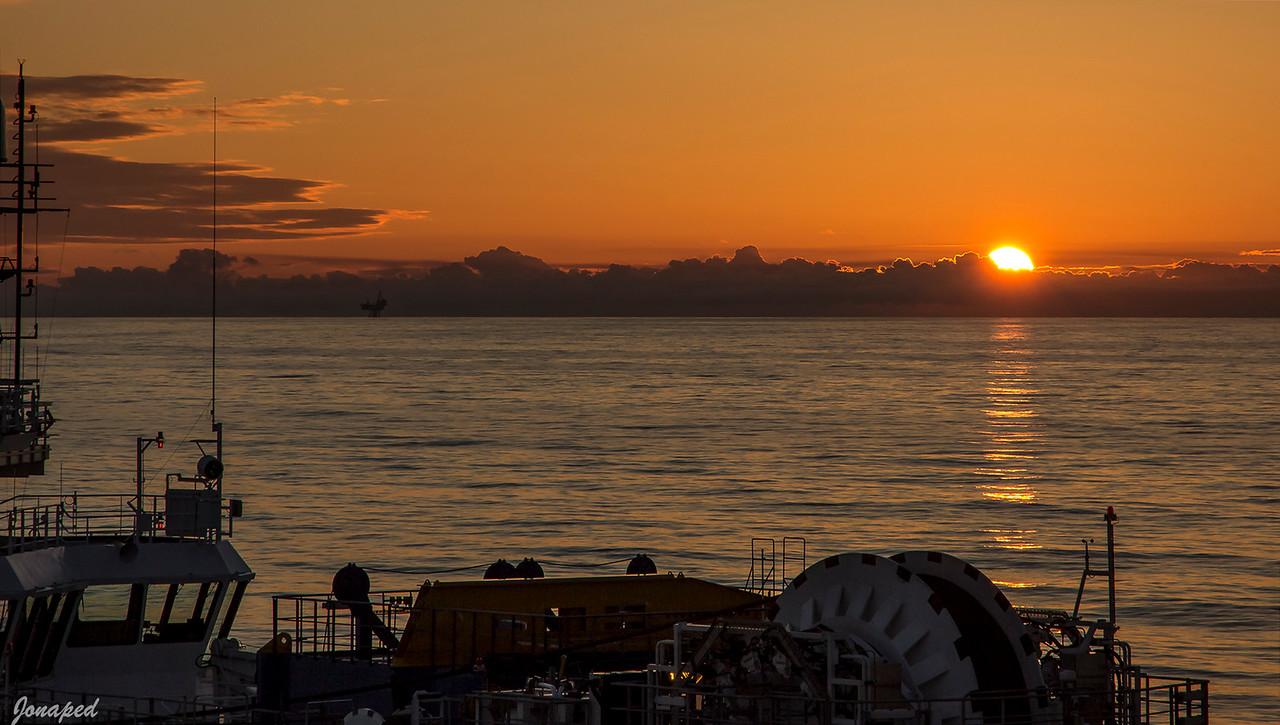 Nydelig solnedgang mot Huldra / A beautiful sunset towards Huldra