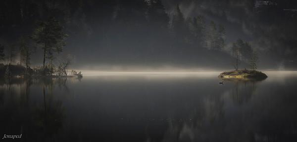 Morgonstund ved Bekkjarvatn/Morning by the lake Bekkjarvatn