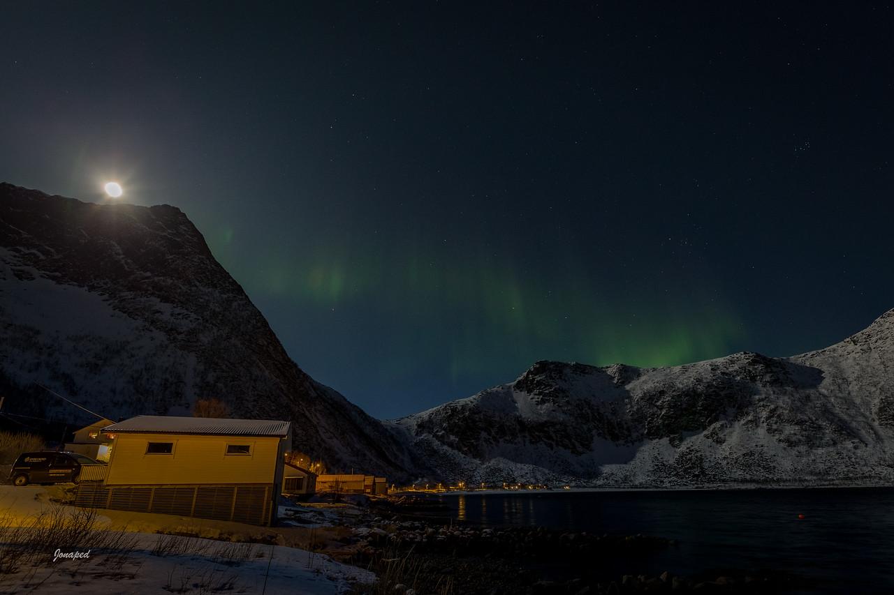 Steinfjord i Supermåne