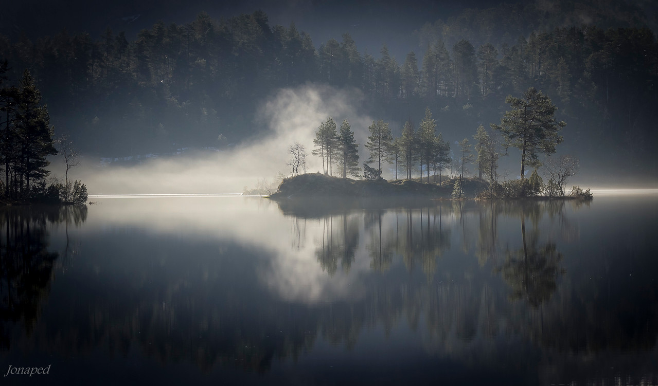 Morgontåke på Bekkjevatnet/Morning mist over the lake Bekkjevatnet