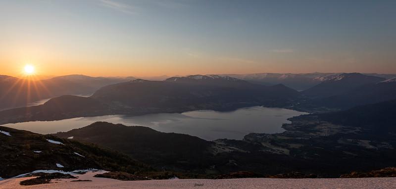 Solmorgon over Gloppefjorden