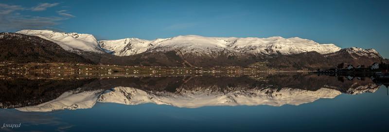 Vakre Sjedu/The Beautiful Southside of the Fjord