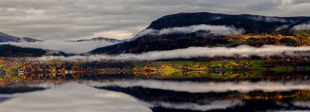 28.10.13<br /> Haustsol på Nordstranda<br /> Autumn sun on the north side of the fjord