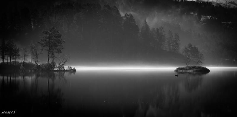 Silence by the lake/Morgon stillheit