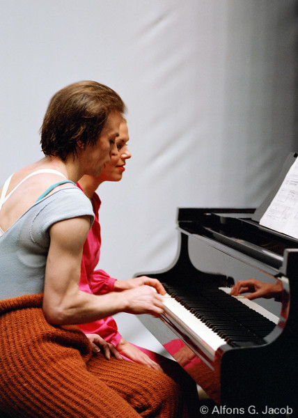 Rudolf Nureyev plays the piano! Vienna 1978