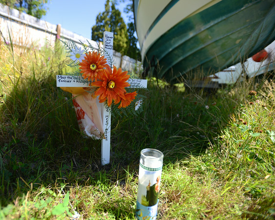 RYAN HUTTON/ Staff photo.<br /> A small memorial has been set up behind the McDonalds on Maplewood Avenue at the site where the body of Charles Ilges, 51, was found on Monday.