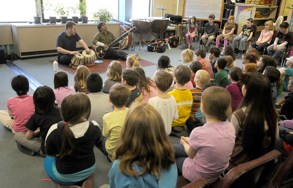 Rockport: Matt Pert on tabla and Chirag Katti on the sitar perform during a demostration of Indian music at the Rockport Elementary School by musisians  Sponsored by Rockport Music, the event was part of a program to bring music from other cultures to the school. Jim Vaiknoras/staff photo