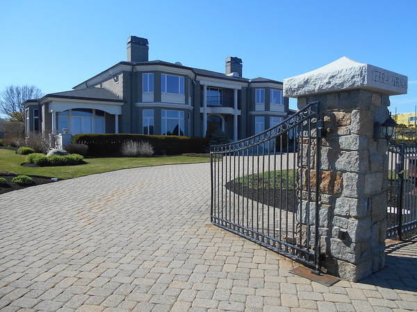 RAY LAMONT/Staff photo<br /> Jane Fonzo's house, called Terra Firma and located at 129 Atlantic Road, is about for sale. She said there is no substance to rumors that Mark Wahlberg is buying the house.