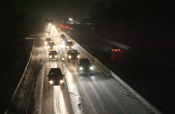Gloucester: Snowy weather made for a difficult evening commute for many people around Cape Ann as roads quickly covered with snow. Photo by Kate Glass/Gloucester Daily Times