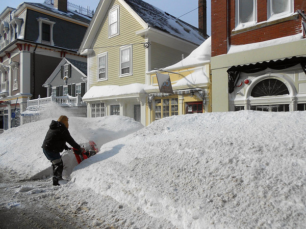 GAIL McCarthy/Staff photo/Staff photo 2/15/15<br /> Charles Brackett clears a path to the sidewalk so residents can make their way to Brothers Brew, a popular Main Street coffee shop in Rockport.
