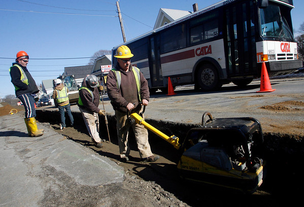 Gloucester: National Grid crews begin to repair the gas line along Eastern Avenue yesterday. Work in the area is expected to continue into March. Photo by Kate Glass/Gloucester Daily Times Tuesday, February 24, 2009