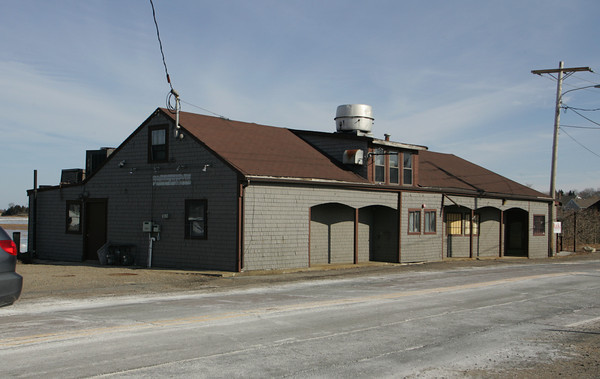 Essex: An empty buliding sits on Main Street becuase no one wants to rent the building with the ongoing causeway construction.  Mary Muckenhoupt/Gloucester Daily Times