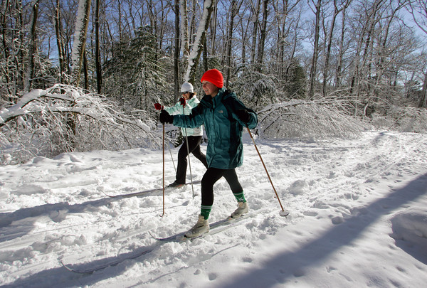 Gloucester: Emily Arntsen of Manchester and her mom, Kim, enjoy and afternoon of cross country skiing at Ravenswood Park Thursday afternoon. Mary Muckenhoupt/Gloucester Daily Times