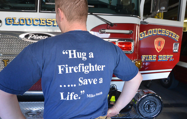 "Jim Vaiknoras/Gloucester Daily Times: Gloucester firefighter Nick Oullette wares a tshirt with a quote in mermory of their friend and fellow firefighter Mike Smith, that he and 4 other Gloucester fire fighters will be waring as they participating in the ""Fight for Air Stair Climb' in Boston to raise money for the American Lung Association."