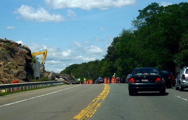 Gloucester: Construction for the new entrance to Gloucester Crossing caused major traffic problems near the Blackburn Rotary yesterday morning.<br /> Photo by Silvie Lockerova/Gloucester Daily Times