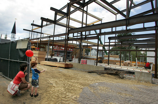 Gloucester: Treely Dowd, 5, of Gloucester stops with his mom Bo Abrams to watch the progression of the new apartemnt building going up in place of the Lorraine apartment building that burned to the ground in December 2007.  Mary Muckenhoupt/Gloucester Daily Times