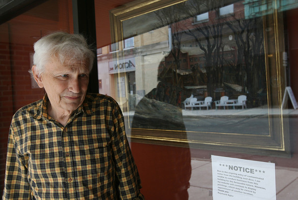 Jack Carter of the Raymond Alger Gallery on Pleasant Street in Gloucester placed a notice in the front window explaining that they are closed to to damage sustained when the adjacent building caught fire back in March. Photo by Kate Glass/Gloucester Daily Times