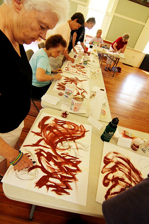 ALLEGRA BOVERMAN/Staff photo. Gloucester Daily Times. Rockport: <br /> <br /> Elizabeth Harty, a Rockport Art Association member, continues to teach her art classes at Community House in Rockport. Currently her  class is full but it goes for four weeks and she may presen another series in August, but definitely starting up more classes in the fall. They are usually held for four Mondays from 1-3 p.m. Call 978-546-2573 for information on joining the class. Liz Parillo, of Rockport, front, and Sherry Beaulieu, Dottie Cole, both of Gloucester, and Jackie Kendall, of Rockport, with others, do abstract still lives on Monday.