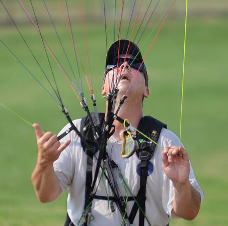 130720_GT_MSP_Paragliding_2.jpg