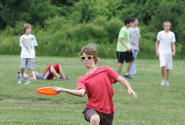 Rockport: Rockport Eighth grader Gil Clark passes the Frisbee while playing a game of ultimate Frisbee during Rockport Middle School Field Day Thursday morning. Mary Muckenhoupt/Gloucester Daily Times