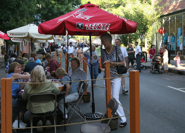 Gloucester: Beverly Gardner stops to chat with Richard Moore, Donna Ardizzoni, Vickie Van Ness, John Van Ness, and Peter Van Ness as they dine outside Jalapenos during the block party on Saturday night. Photo by Kate Glass/Gloucester Daily Times<br /> , Gloucester: Beverly Gardner stops to chat with Richard Moore, Donna Ardizzoni, Vickie Van Ness, John Van Ness, and Peter Van Ness as they dine outside Jalapenos during the block party on Saturday night. Photo by Kate Glass/Gloucester Daily Times