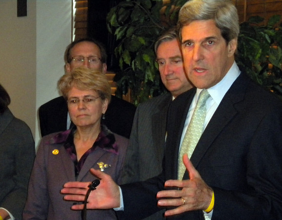 Boston: Sen. John Kerry speaks at the Boston fish pier as Rep. John Tierney, Jane Lubchenco, Chief Administrator of NOAA, and Eric Schwaab, Head of NMFS, look on yesterday afternoon. Photo by Richard Gaines/Gloucester Daily Times