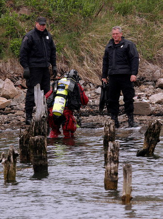 Gloucester: Divers from the Massachusetts State Police Underwater Recovery Unit resume their search for the gun used in the 1976 Pike's Funeral Home murder at Pirate's Cove Wednesday morning. Photo by Kate Glass/Gloucester Daily Times