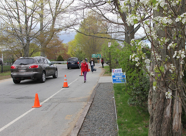 Manchester: Town officials are looking at several recommendations to improve walking routes to the school buildings on Lincoln Street. Sidewalks along Arbella Road need to be improved, but that be funded as part of the regional school building project. Photo by Kate Glass/Gloucester Daily Times