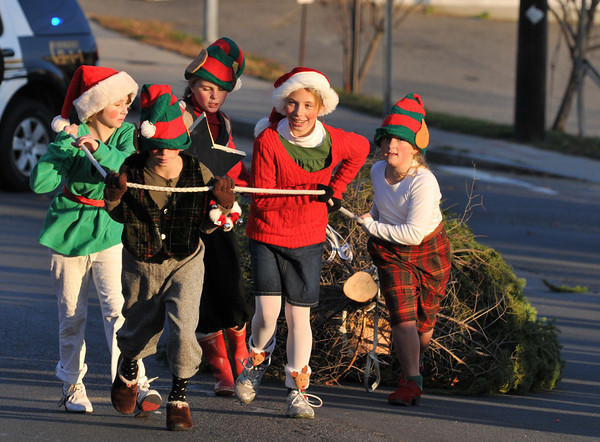 Gloucester: Charlotte Salmon 10, Samantha Orland 11, Kelly Broe 10, Isabel Gleckner 10,and Carly Curcuru 11, pull a 16 foot christmas tree in the Santa Parade Sunday afternoon. the group took home 3rd place. .Desi Smith Photo/Gloucester Daily Times. November 29,2009.