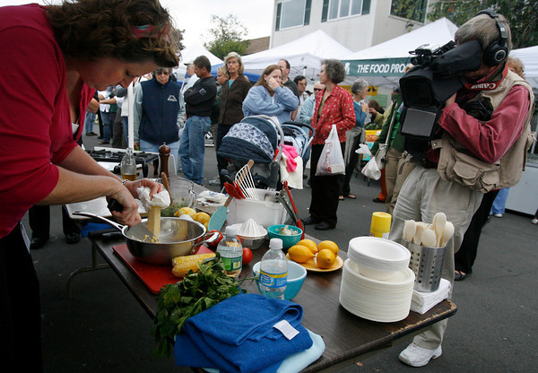 Gloucester: Laurie Lufkin cuts corn off the cob during the Seafood Throwdown at the Cape Ann Farmers Market on Thursday. Photo by Kate Glass/Gloucester Daily Times Thursday, September 17, 2009