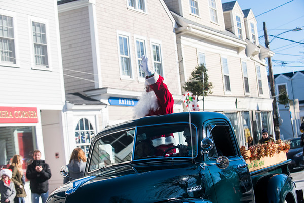 SAM GORESH/Staff photo. Santa arrives in Rockport's Dock Square. 12/25/16