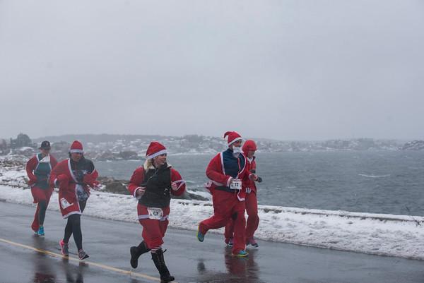 SAM GORESH/Staff photo. Runners race down Atlantic Avenue to the finish line of the Seaside Santa race. 12/17/16