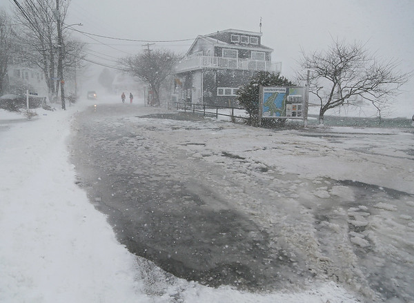 MIKE SPRINGER/Staff photo<br /> Seawater floods Rocky Neck Avenue at high tide Thursday during the snowstorm in Gloucester.<br /> 01/04/2018