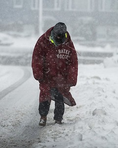 Desi Smith Photo.  Gloucester resident Katie Moynahan, makes her way along Western Ave in blizzard conditions to her home Tuesday morning.   March 13,2018. [[MER1803131629543813]]