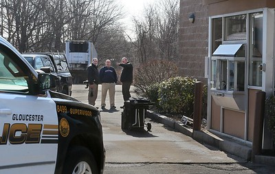 MIKE SPRINGER/Staff photo Police detectives study the scene Thursday morning from the drive-through lane of the Dunkin' Donuts restaurant on Eastern Avenue in Gloucester, where a breaking-and-entering occurred. 3/1/2018 [[MER1803011053521518]]