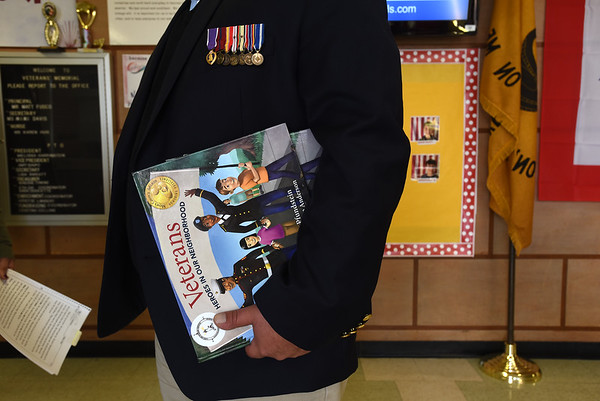 Vets read to kids
