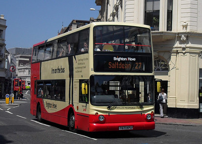 883 - T671KPU - Brighton (North St) - 4.6.10