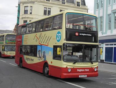 883 - T671KPU - Brighton (North St) - 31.8.11