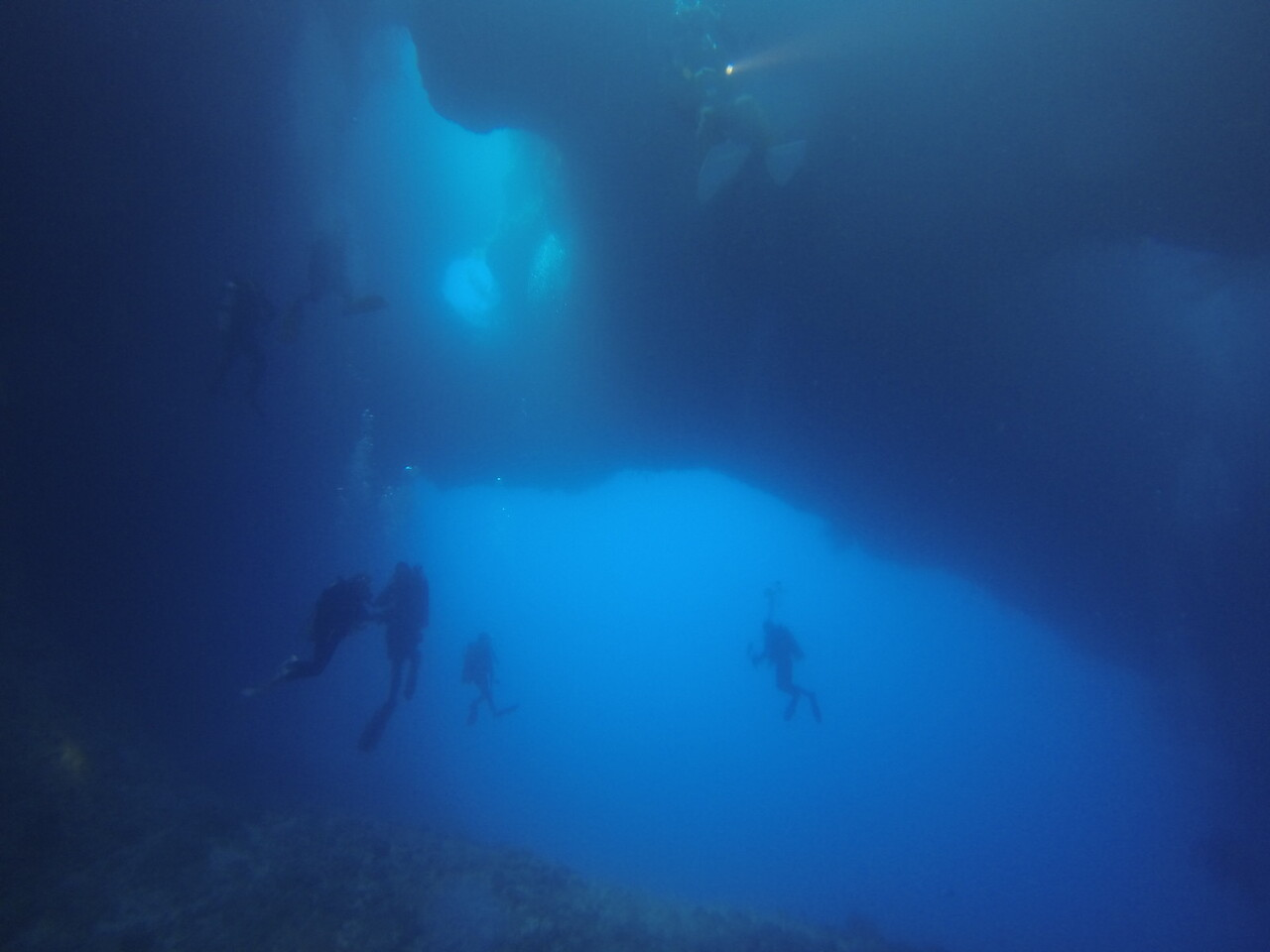 Dive 5 潛點:Blue Holes
