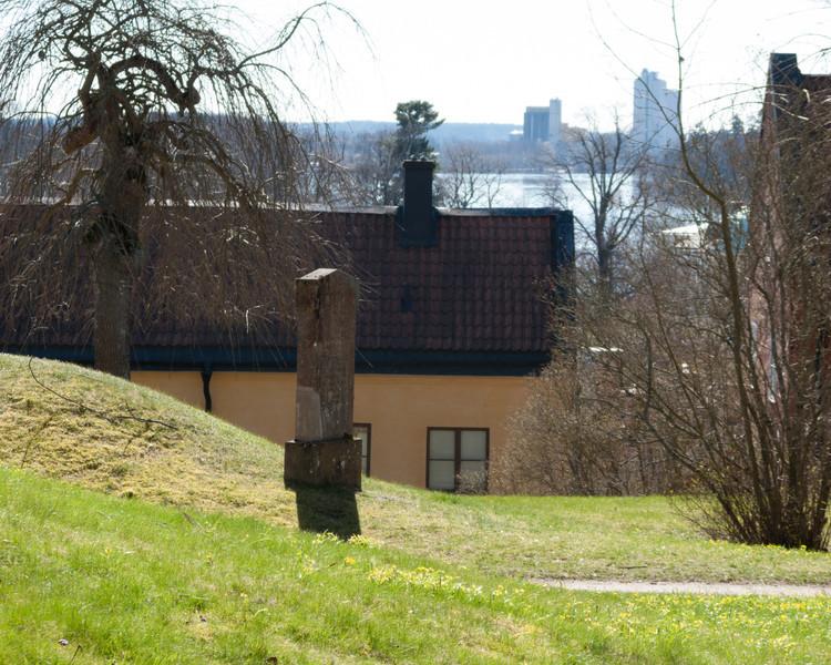 Strängnäs, Kyrkogården (vid domkyrkan). 2008 Apr 20 @ 11:17