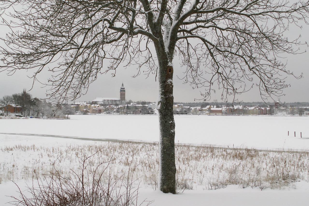 The town seen from Mälarvägen, Aborrberget. 2005 Dec 30 @ 11:41