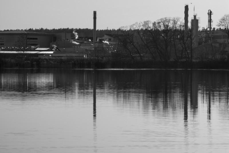 Strängnäs. Gorsingeholm/Gåsskär. Looking at the Pfizer plant area. 2008 April 21 @ 19:13