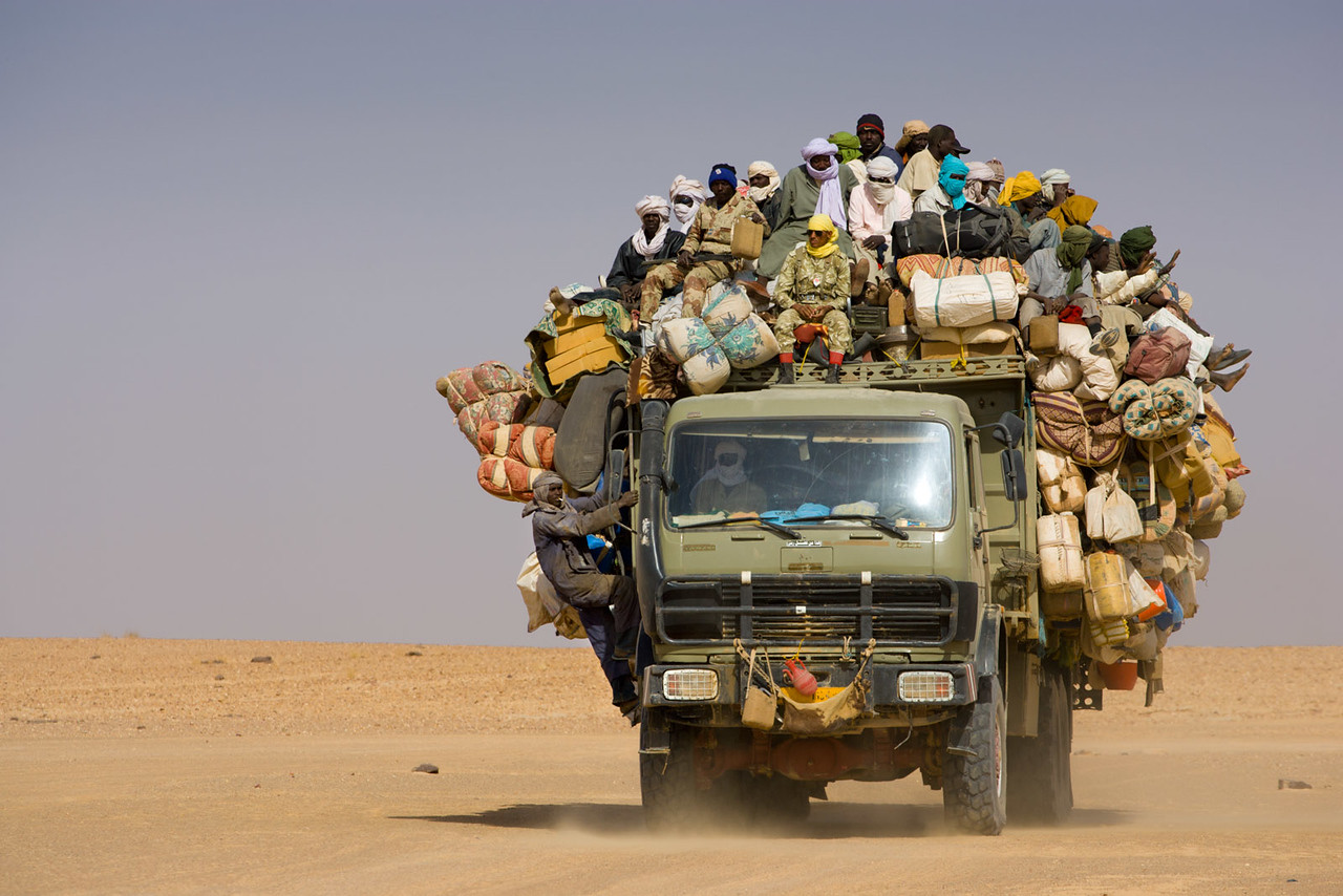 Migrant workers coming home trough the Ténéré dessert from Libya.