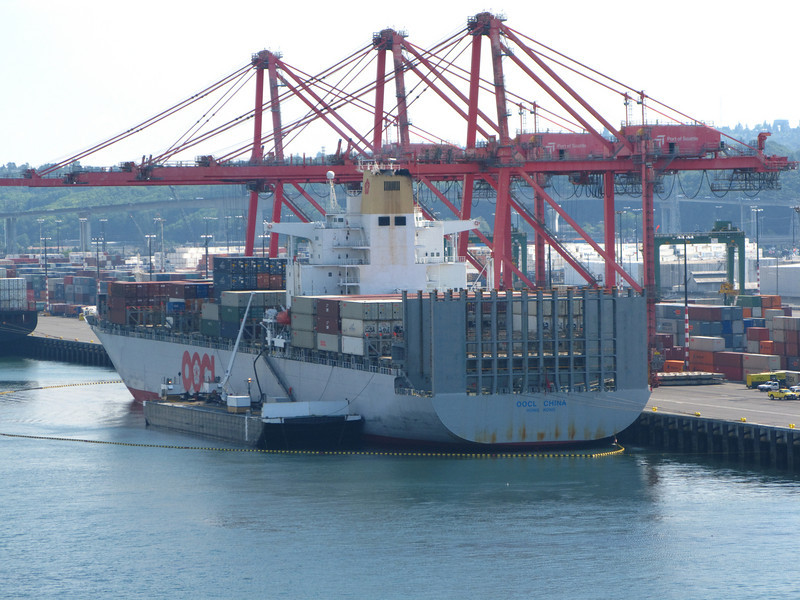 Container ship of similar size to Hanjin Brussels, refuelling from bunker barge with oil containment boom in place