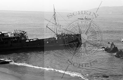 Sailing past the Shipwreck at Sutro