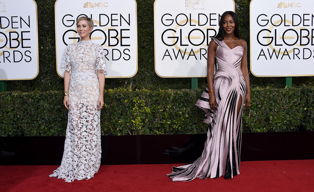 . Kristen Wiig, left, and Naomi Campbell arrive at the 74th annual Golden Globe Awards at the Beverly Hilton Hotel on Sunday, Jan. 8, 2017, in Beverly Hills, Calif. (Photo by Jordan Strauss/Invision/AP)
