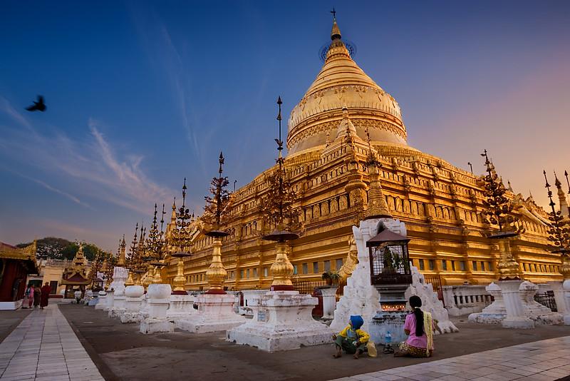 Shwezigon Paya, Nyaung U. Bagan.