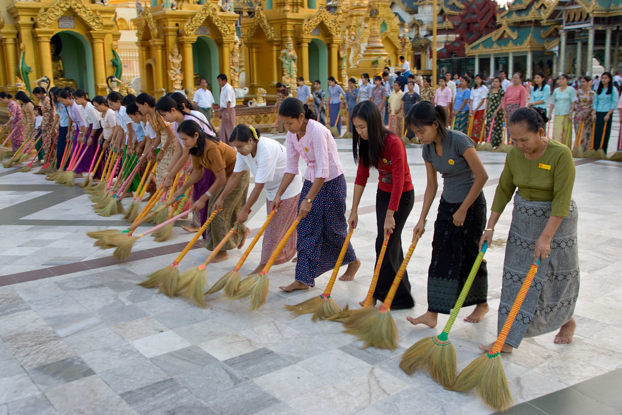 Shwedagon Paya (pagoda). Yangon.